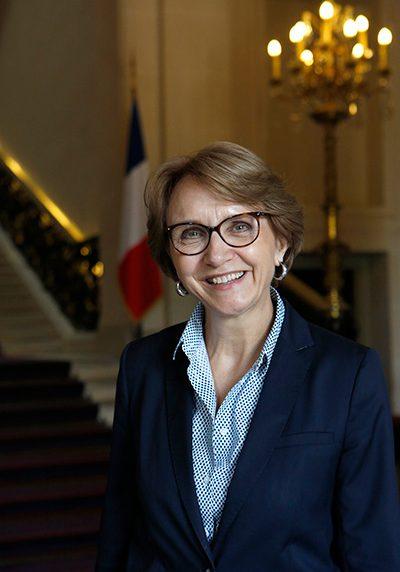 """Ambassadrice Anne-Marie Descôtes<br /> Crédit :<a href=""""https://de.ambafrance.org/Biographie-von-Botschafterin-Anne-Marie-Descotes"""">de.ambafrance.org</a>"""